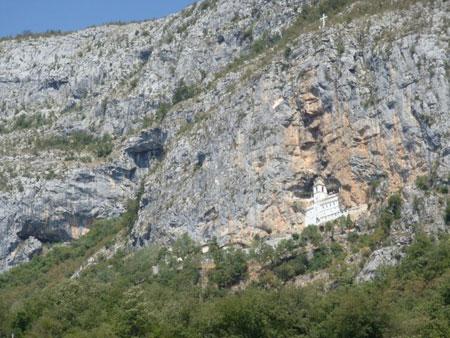 057 OstrogMonasteryInTheMou Do manastira Ostrog i crkve u steni